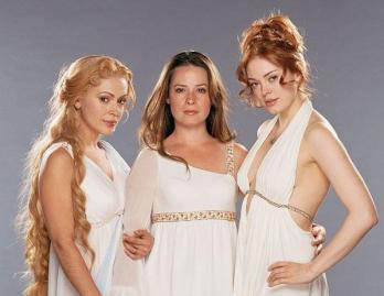 Les sœurs dans la peau de déesses grecques